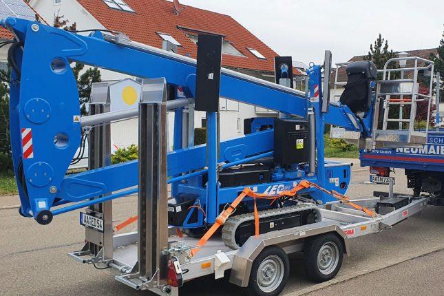 Firmeneigene Raupenbühne - 1,8 Tonnen - Hallenbodengeeignet